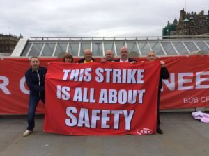 At Waverley this morning - picket ongoing! (Photo: Natalie Reid)